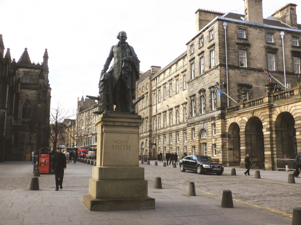 Statue_of_Adam_Smith,_High_Street,_Edinburgh_-_geograph.org.uk_-_1711648