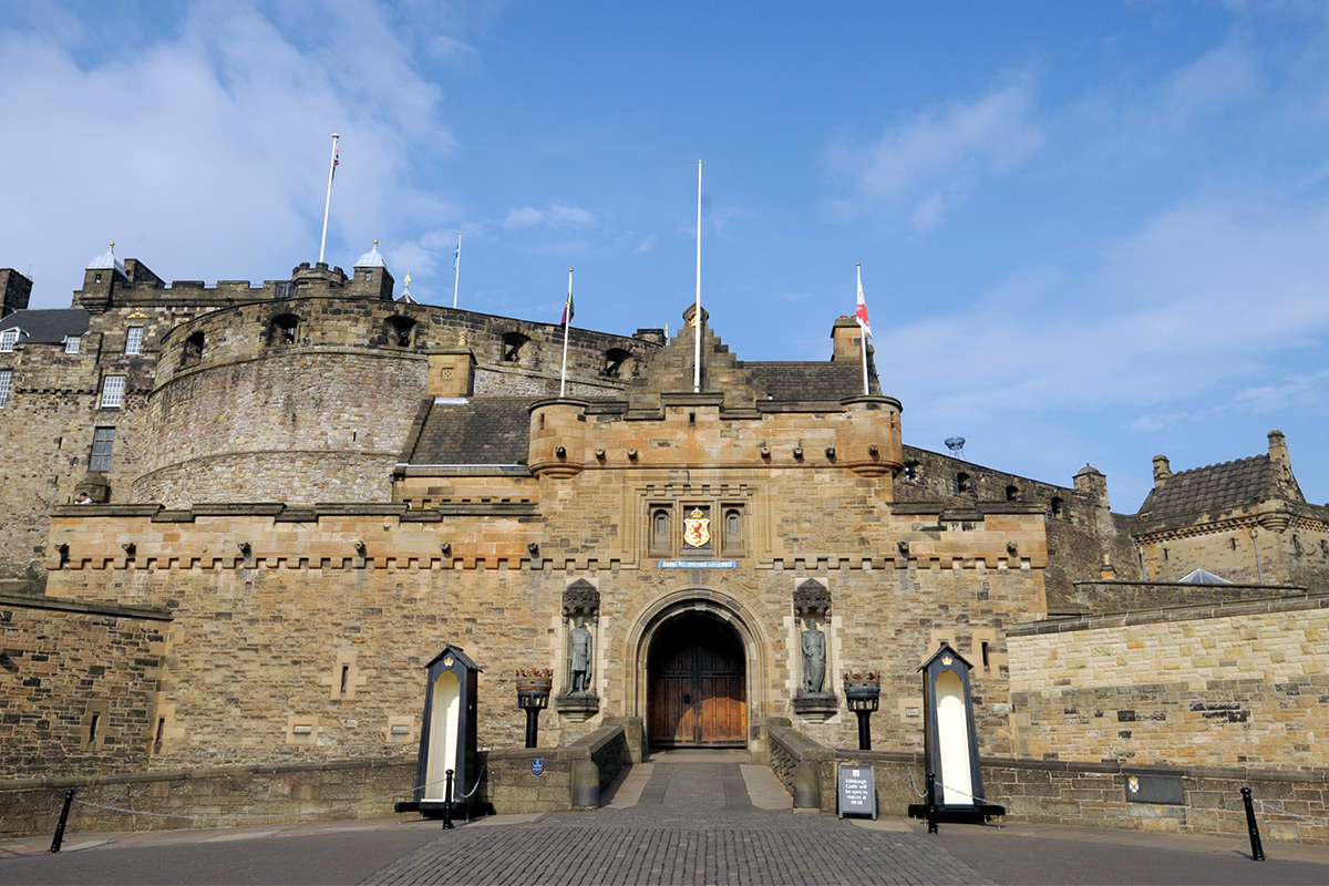 visit-to-edinburgh-castle-27143109